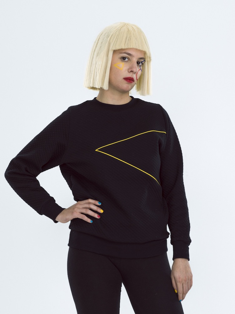 sweat  LOVER triangle droite